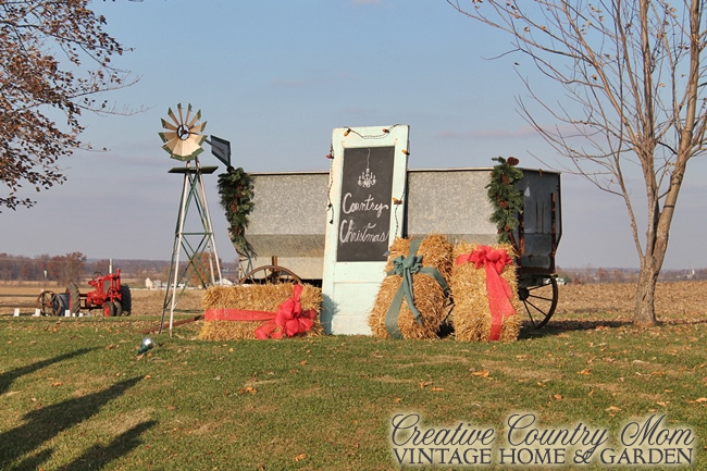 Creative Country Mom: Chandelier Barn Market - Christmas Show