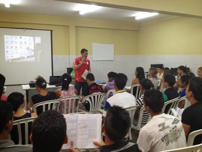 Professores da escola Santa Tereza realizam aulões para o ENEM