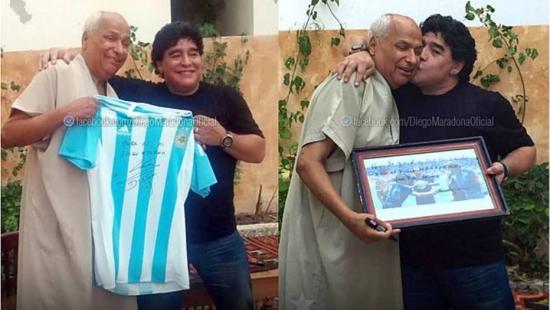 Maradona cumprimenta juiz Ali Bennaceur, que validou o gol com 'a mão de Deus', em 1986