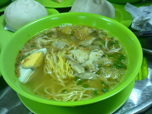 batchoy at wewin's iloilo international airport