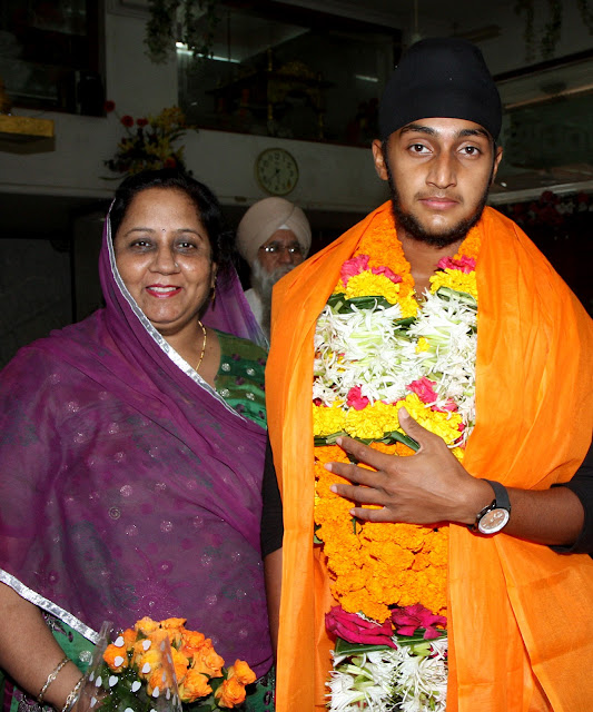 Harmeet-Singh-with-mother