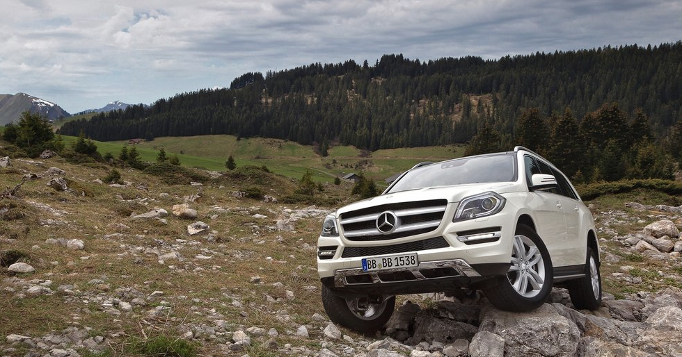 2013 Mercedes-Benz GL-Class white off-roading