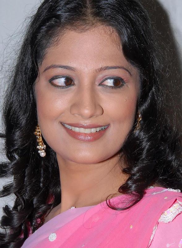 Tamil Desi Teen Actress Anika Hot Looking Sari Stills glamour images