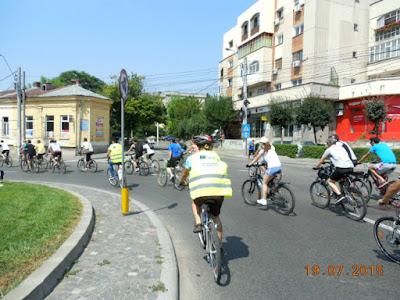 Pe bicicleta si pe canicula prin Craiova