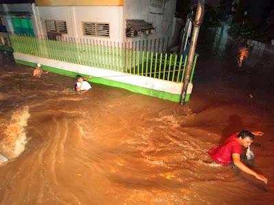 Kumpulan Foto-Foto Banjir Jakarta
