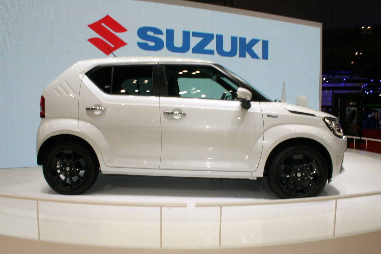 All New Suzuki Ignis Compact Crossover Debuts At Tokyo