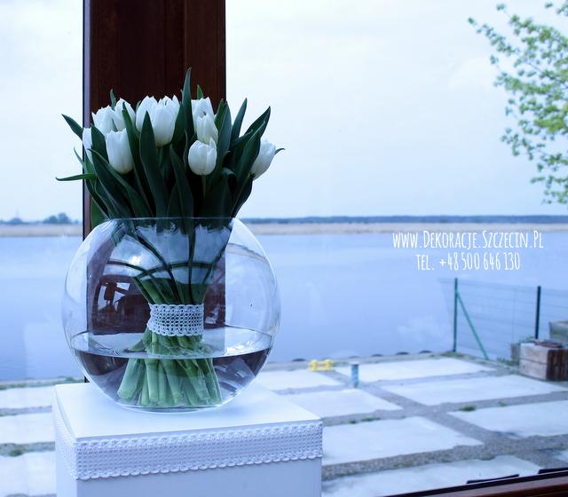 białe tulipanyy ślub