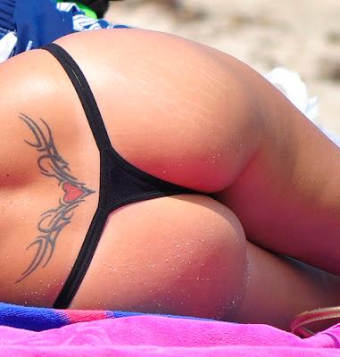 Tatuaje sexy arriba de la cola