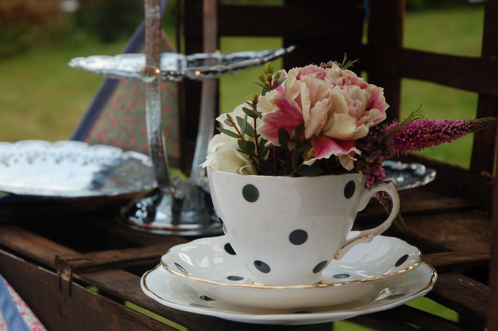 Decoraci n con tazas vintage - Decoracion de tazas ...
