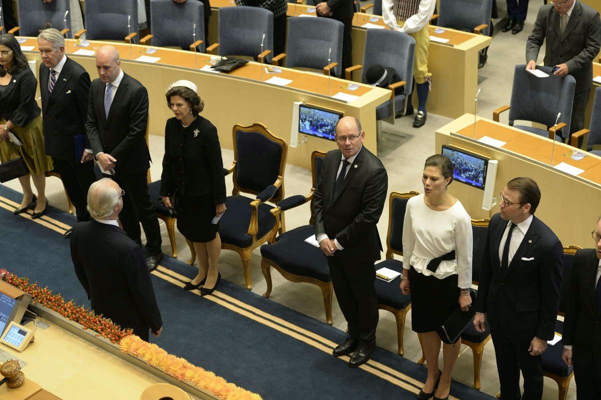 la Famille Royale a assisté à la Cérémonie au Parlement pendant laquelle le Roi a prononcé un discours.