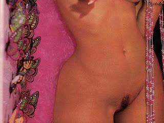 Ellen Roche Nua Mostrando Sua Buceta Sem Calcinha