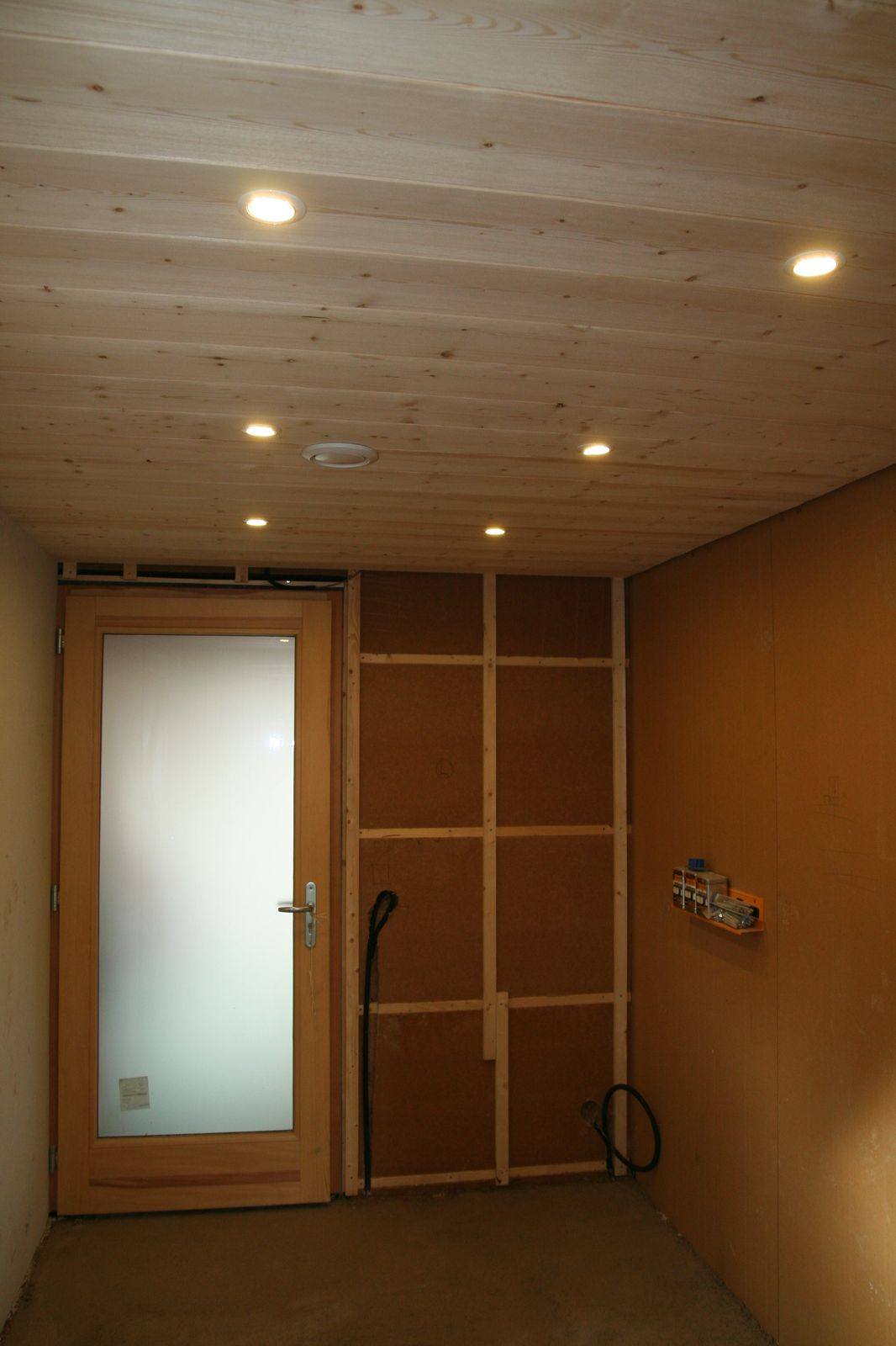 Mobeco - Comment installer des spots led au plafond ...
