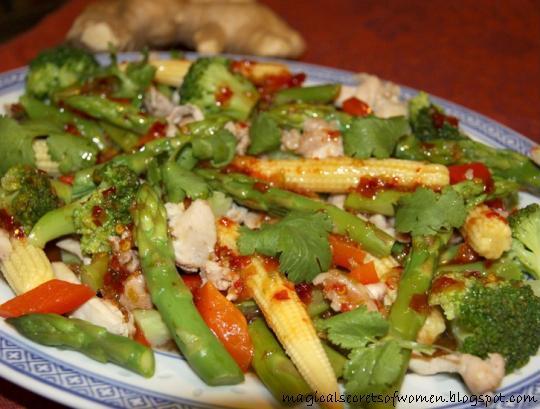 Тайский салат из курицы со спаржей