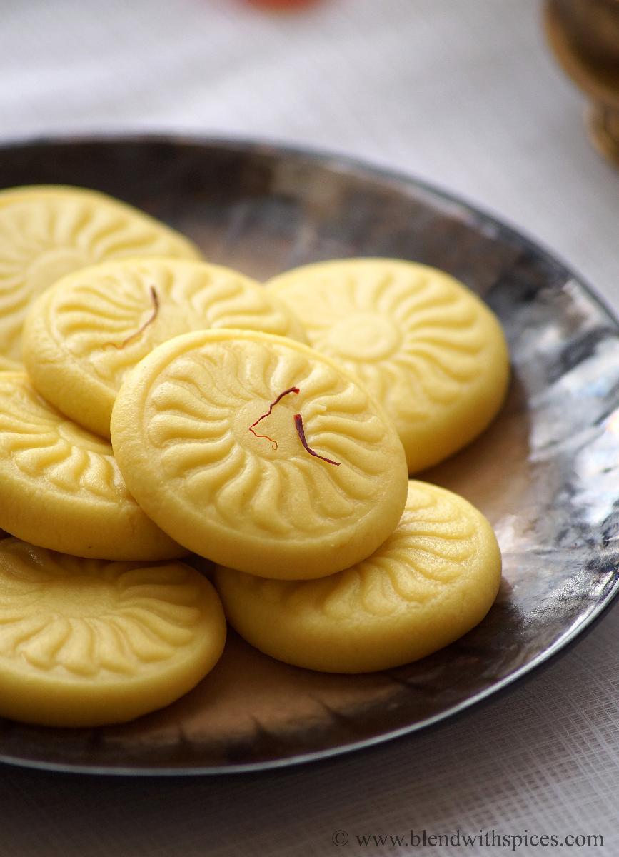 kesar peda recipe, how to make kesar peda, khoya kesar peda recipe, easy diwali sweets recipes
