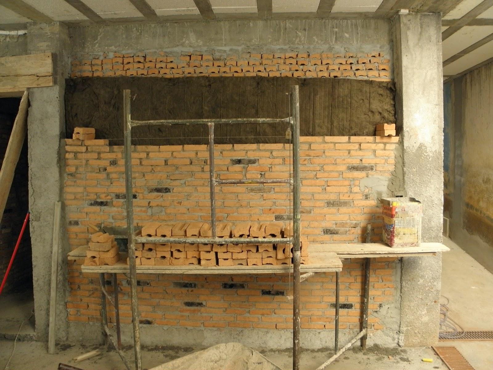 #AF981C As paredes duplas já com a lã de rocha no meio fazendo um  472 Janelas Duplas Isolamento Acustico