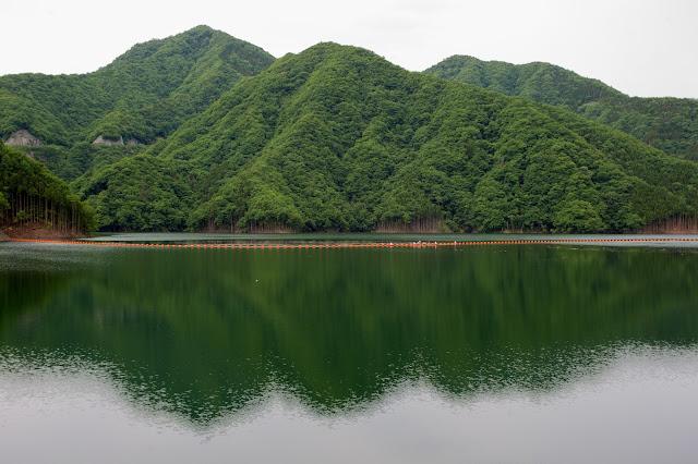 湯西川ダムのダム湖