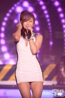 Jun Hyo Sung Korean Sexy Singer Sexy White Dress Performance Photo 2