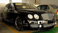 Bentley Continental attracting wealth famous drivers by Auswandern Malaysia via Flickr and a Creative Commons license