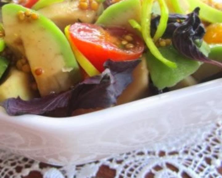 salat-iz-avokado-i-bazilika
