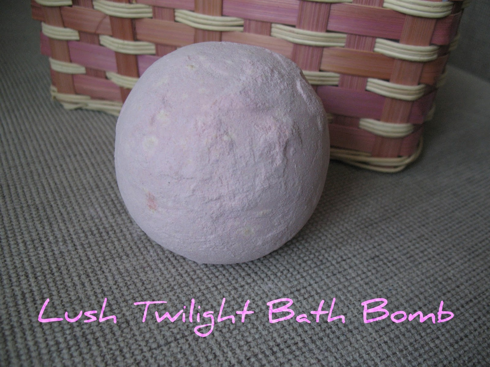 lush-twilight-bath-bomb-01