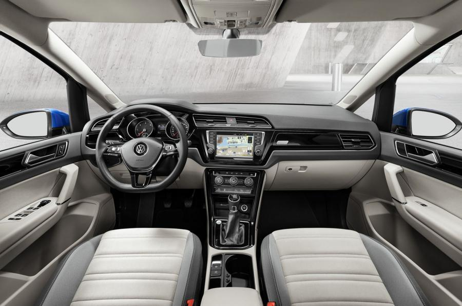 Volkswagen Touran 2016 - interior