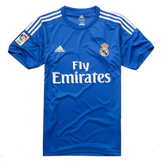 ... esta camiseta del Real Madrid para jugadores incorpora la tecnología de  ventilación ClimaCool® en toda la prenda y luce el emblemático escudo del  equipo ... 3eb1b523e00ad