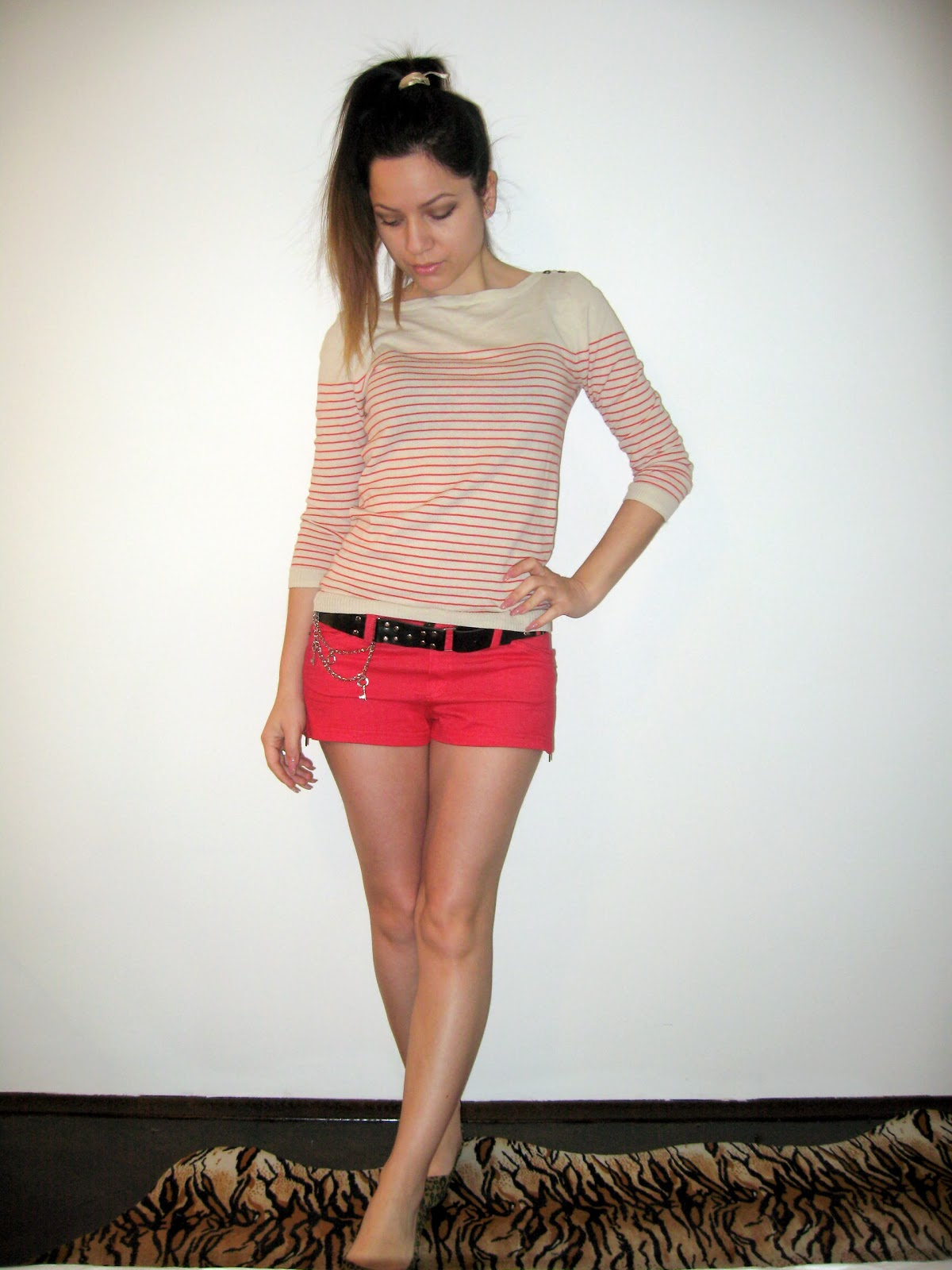 casual outfit, red shorts, red striped top, leopard flats, print mix