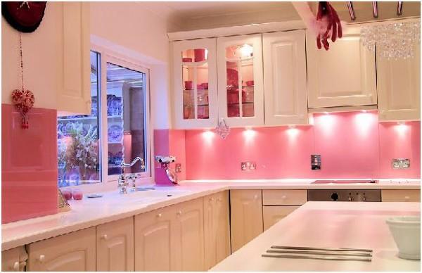 Cocinas femeninas en colores rosado rosa decoraci n del for Cocinas departamentos modernos