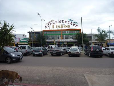 Ciudad de Chuy con los supermercados brasileros. Paseo de Compras en el Chuy. Barra del chuy uruguaya. Barra del chuy
