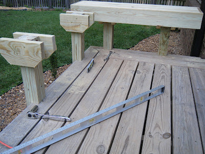 Flour sack mama diy pine deck bench project for Balcony ki design
