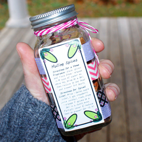 DIY Homemade Christmas Gift - Mulling Spices in a Jar with Printable Labels
