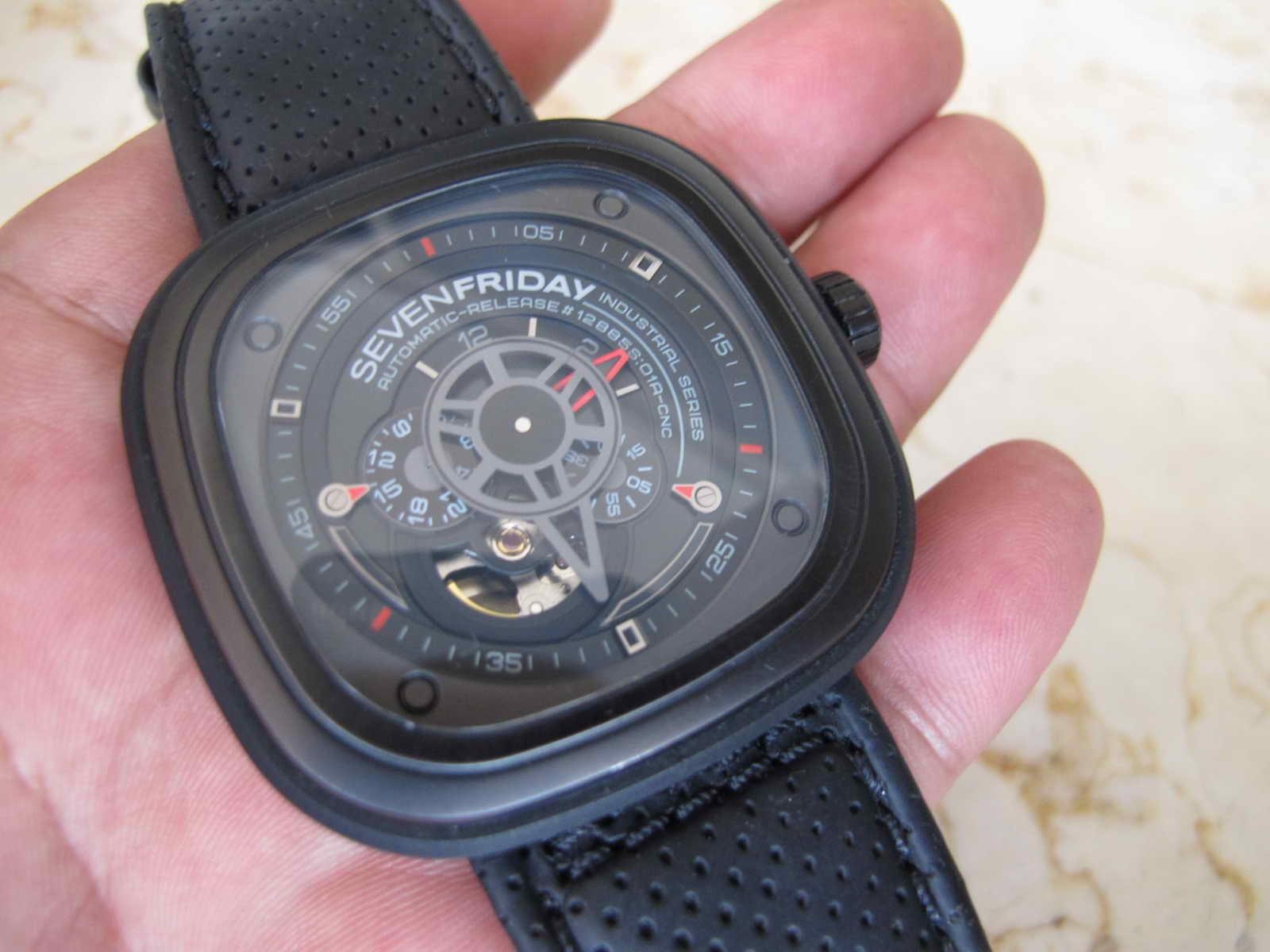 Very nice and unique Seven Friday Watch Cocok untuk Anda yang sedang mencari jam tangan dengan bentuk Kotak Semi Skeleton