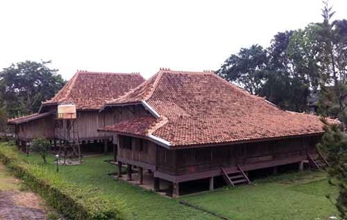Rumah Adat Limas