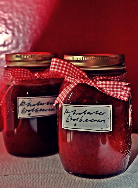 Rhabarber Erdbeer Konfitüre mit Ingwer & Minze