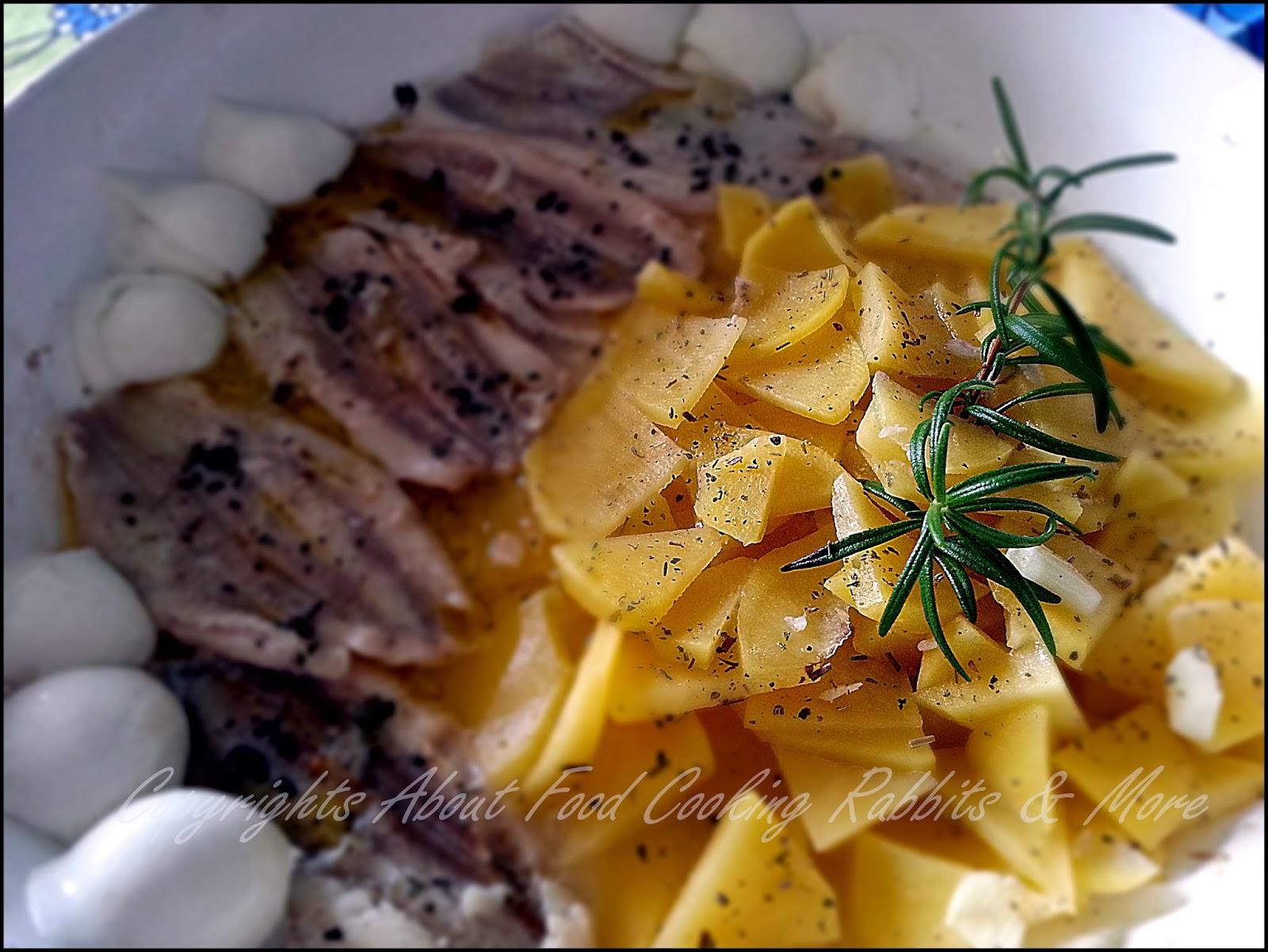 Filetti di Pesce in padella con Patate e Bocconcini di Mozzarella all'Aroma di Timo e Rosmarino