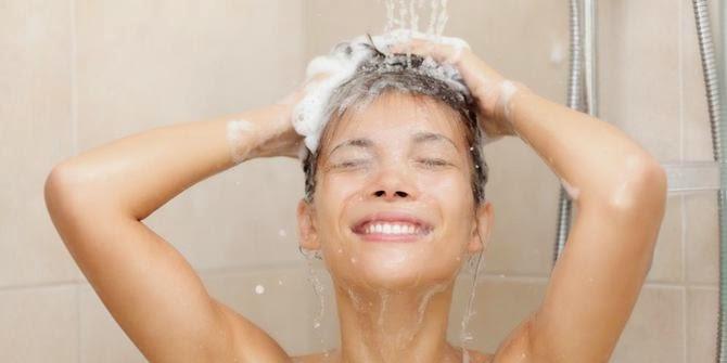 http://informasikankerservik.blogspot.com/2014/09/inilah-manfaat-dan-bahaya-mandi-malam-terhadap-kesehatan.html