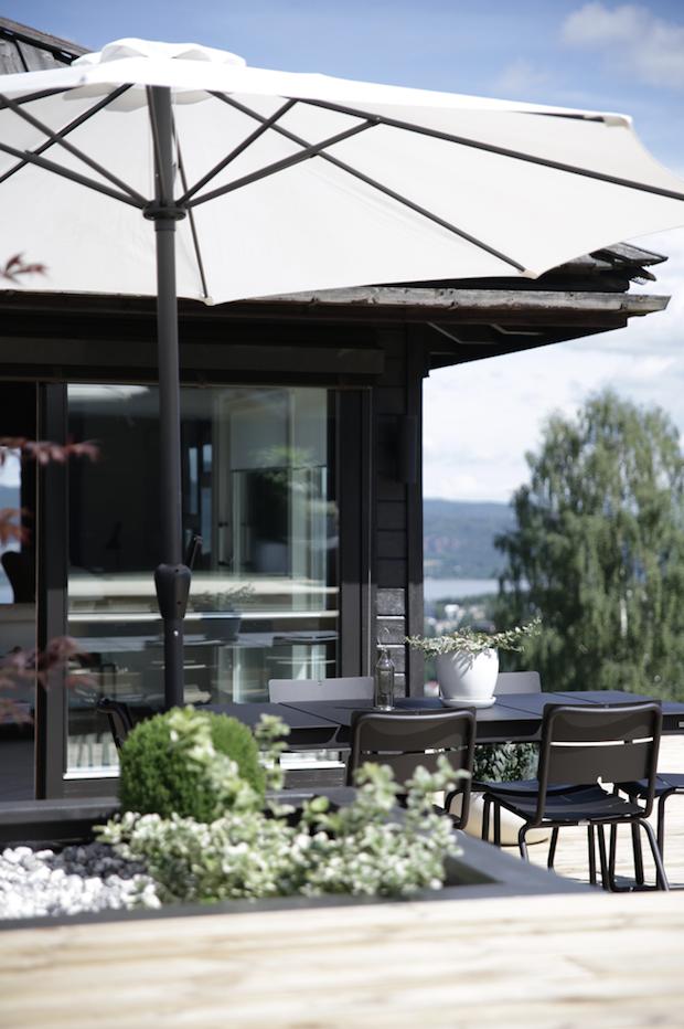 my scandinavian home a serene norwegian home on a hill. Black Bedroom Furniture Sets. Home Design Ideas
