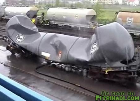 pemusnahan tangki minyak keretapi