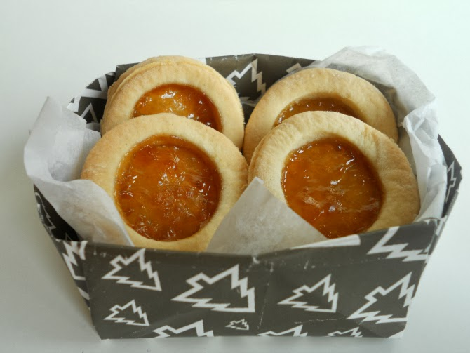 occhi di bue - shortcrust pastry biscuits with jam