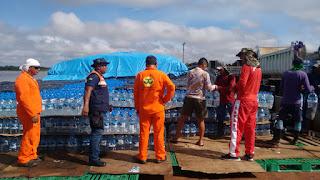 Balsa com ajuda humanitária do Governo faz a segunda parada na calha do Juruá e afetados pela enchente em Eirunepé começam a ser atendidos
