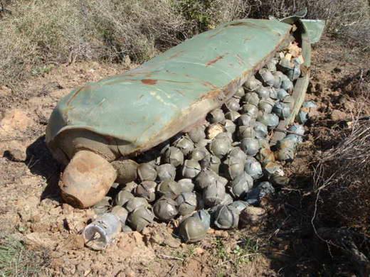 Menggunakan dan memproduksi senjata senjata tersebut 2 cluster bomb