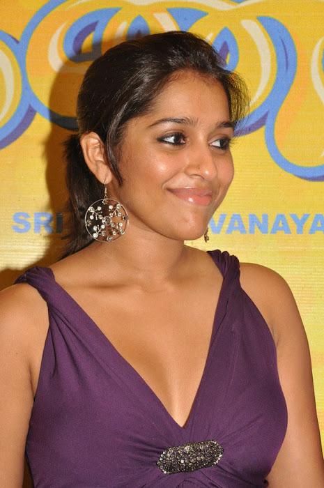 rashmi gautam cleavege ing actress pics