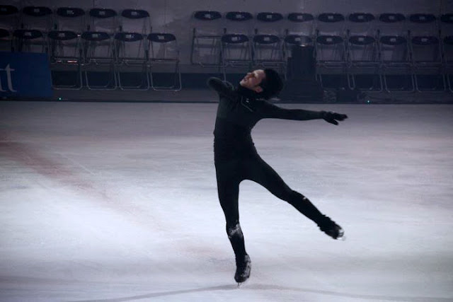 Johnny Weir. Photo © Machiko Oka @ Official Johnny Weir Blog.