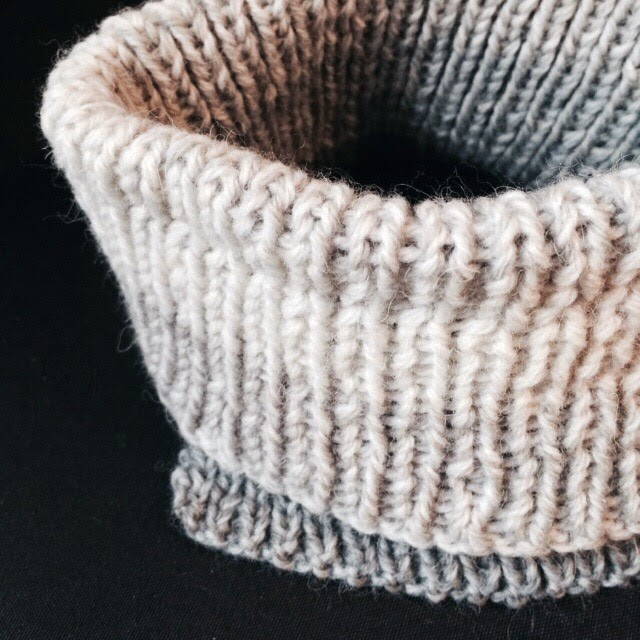 Cowl for toddlers, size 2 - 12. Free knitting pattern