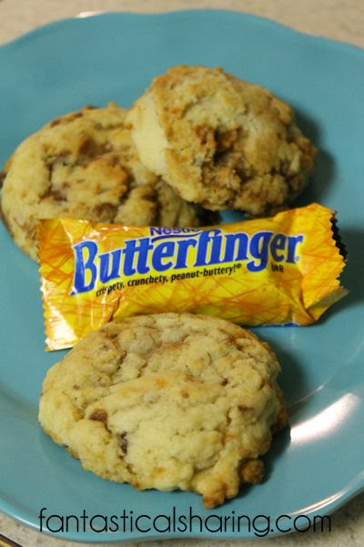 Chewy Butterfinger Cookies | Bet you can't eat just one of these absolutely addicting treats! #cookies