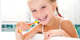 10 Tips Merawat Gigi Agar Terlihat Indah