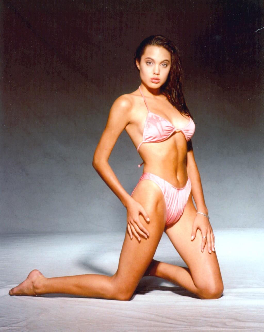 Die heiesten Beach Bodys: Stars im Bikini - Bilder - Jolie