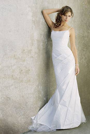 Dawn j 39 s fashion wedding gown looking for designer for Affordable wedding dress designers
