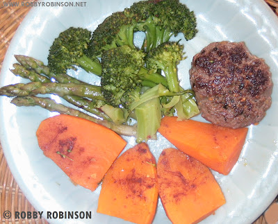 ROBBY ROBINSON'S DIET -  HEALTHY MEALS FOR MUSCLE GROWTH GROUND BEEF PATTY WITH  STEAMED VEGETABLES Robby's dietary anabolic SUPPLEMENTS, OILS and HERBS for natural fat loss and muscle growth at any age  ▶  www.robbyrobinson.net/anabolic-pack.php