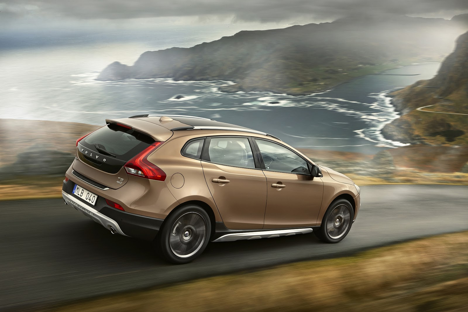 in4ride volvo v40 cross country mzansi prices revealed. Black Bedroom Furniture Sets. Home Design Ideas